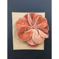 Broche fleur velours bellerose